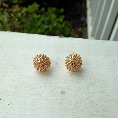Beautiful gold starburst earrings