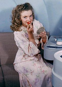 Norma Jeane in advertising for Douglas Airline, 1946.