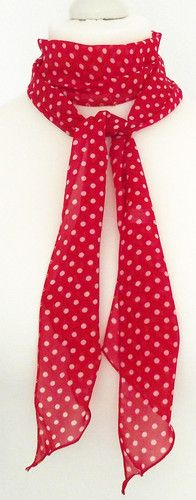 Perfekt für diesen Sommer: dünner roter Schal mit Punkte <3