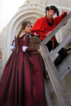 Da Vincis La belle ferronnière is one of the most beautiful Renaissance paintings, most charming and mysterious. One of the first Renaissance Costume Renaissance, Medieval Costume, Renaissance Clothing, Medieval Fashion, Historical Costume, Historical Clothing, Vintage Gowns, Vintage Outfits, 15 Dresses