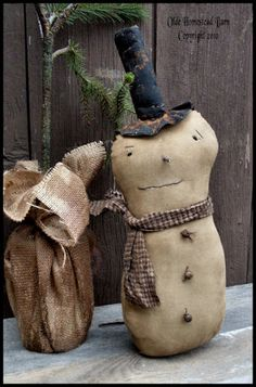 Extreme Prim snowman pattern will make a great display pieces for the winter season Christmas Shows, Primitive Christmas, Christmas Snowman, Handmade Christmas, Christmas Crafts, Christmas Decorations, Primitive Snowmen, Primitive Crafts, Primitive Doll Patterns