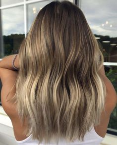 Great looking balayage highlights on dark hair Medium Hair Styles, Short Hair Styles, Beauté Blonde, Dark Hair With Highlights, Balyage For Dark Hair, Dark Roots Blonde Hair Balayage, Hair Looks, Hair Lengths, Dyed Hair