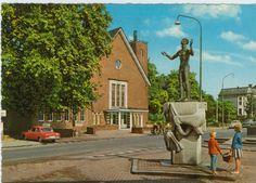 Stillleben:  Vor dem Denkmal, das in Wageningen an die Befreiung der...