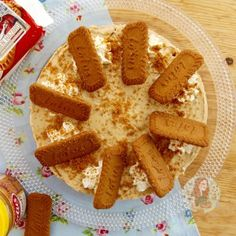 A delicious No-Bake Biscoff Cheesecake, with a Biscoff Biscuit Base, creamy Biscoff Cheesecake filling, sprinkled with more biscuits and more! Speculoos Cookie Butter, Biscoff Cookies, Spice Cookies, Desserts Menu, No Cook Desserts, Holiday Desserts, Biscoff Cheesecake, Cheesecake Cookies, Chocolate Bark