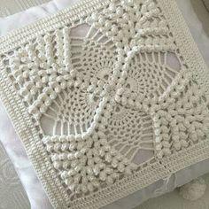 Image gallery – Page 450571137717776235 – Artofit Crochet Bedspread Pattern, Crochet Pillow Patterns Free, Granny Square Crochet Pattern, Crochet Blocks, Crochet Squares, Crochet Doilies, Crochet Cushion Cover, Crochet Cushions, Crochet Home