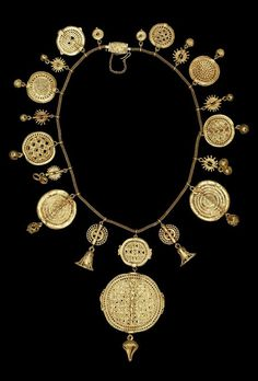 Tendance & idée Joaillerie 2016/2017 Description Pretty pretty. Africa | A gold necklace from the Asante people, Ghana. Probably from the Royal Palace, Kum