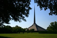 Image 1 of 12 from gallery of AD Classics: North Christian Church / Eero Saarinen. Photograph by Flickr user Danube66
