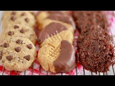 You don't need an oven to make delicious cookies with 3 No Bake Cookie recipes. Enjoy Chocolate Chip, Chocolate, and Peanut Butter No Bake Cookies! Chocolate Chip No Bake Cookies Recipe, Easy No Bake Cookies, Oatmeal Chocolate Chip Cookies, Homemade Cookies, No Bake Treats, Yummy Cookies, No Bake Desserts, Oatmeal Cake, Cheesecake Desserts