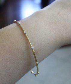 Solid Gold Champagner Diamant Armreif in 18 Karat Bracelet Cartier, Gold Bangle Bracelet, Diamond Bracelets, Silver Bracelets, Diamond Jewelry, Gold Jewellery, Jewelry Ads, Jewellery Shops, Jewelry Tools