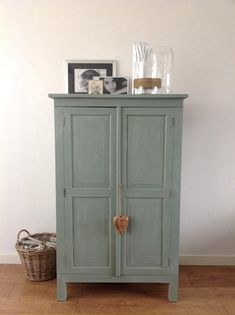 Chalk Paint ™ by Annie Sloan Duck Egg Blue Furniture Makeover, Diy Furniture, Dresser Makeovers, Duck Egg Blue Chalk Paint, Painted Wardrobe, Painted Cupboards, Annie Sloan Paints, Chalk Paint Furniture, Colorful Furniture
