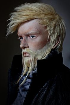 I am usually not keen on male BJd because they look too  female and odd but this guy looks real! http://meiselmaus.deviantart.com/art/The-bearded-man-539785542