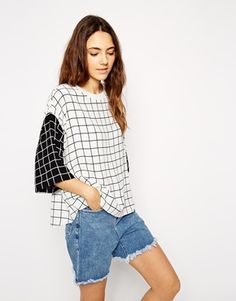 T-Shirt with Contrast Grid Print