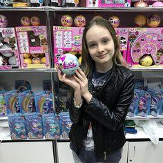 Сегодня к нам в магазин заглянула чудесная @margaritachatonИ конечно же мы не могли отпустить её без подарка!Ведь у нас недавно снова появились в продаже шарики L.O.L. самой первой волны #империякукол#лол#lol#lolsurprise#lolpets#lolconfettipop#lolconfetti#lolglitter#dollsempire#мываслюбим#высамыелучшие