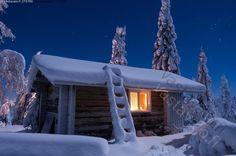 Riisitunturin autiotupa - Riisitunturin autiotupa kansallispuisto tupa kämppä ilta yö tähtitaivas kuutamoyö talvi valo ikkuna lumi Lappi tunnelma Riisitunturi Finland Country, Little Cottages, Cottage Design, Log Homes, Winter Wonderland, Beautiful Homes, Shed, Exterior, Cabins