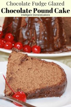 Easy and delicious Chocolate Pound Cake recipe made from scratch. Cocoa powder and milk make this pound cake recipe decadent and delicious. Cakes To Make, How To Make Cake, Köstliche Desserts, Delicious Desserts, Dessert Recipes, Salad Recipes, Icing Recipes, Delicious Dishes, Pudding Recipes