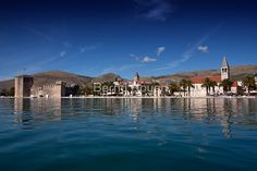 """blue trogir"" von Bernd Hoyen #fotografie #photography #fotokunst #photoart #digitalart #stadt #städte #city #cities #panorama #skyline #ozean #ozeane #ocean #oceans #blau #blue #urban #stadtlandschaft #stadtlandschaften #cityscape #cityscapes #kroatien #croatia #dalmatien #dalmatia #trogir"