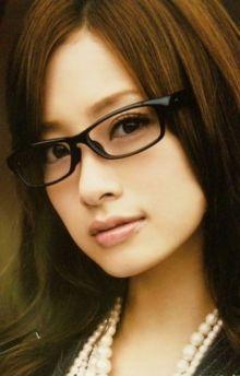 上戸彩の眼鏡っ娘 : 美人芸能人のメガネ姿を本気で集めてみるよ【340枚超】 - NAVER まとめ