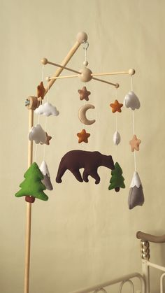 Baby mobile, woodland crib mobile, mountain mobile, bear cot mobile, forest theme nursery decor - My Website 2020 Baby Crib Mobile, Baby Cribs, Baby Boy Rooms, Diy Cot Mobile, Baby Shower Niño, Baby Showers, Woodland Nursery Boy, Felt Baby, Baby Baby