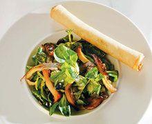 Vogerlsalat mit Kürbiskernöl und Erdäpfelstangerln - Salate - Genuss Region Österreich - Regionale Köstlichkeiten online bestellen!