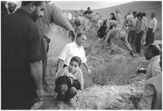 Eric Grigorian, World Press Photo of the Year.A boy holds the trousers of his dead father, killed in the 23 June 2002 earthquake in Iran. Anti Religion, Religion And Politics, World Press Photo, Religious People, Question Everything, Iconic Photos, Atheism, Photojournalism, Thought Provoking