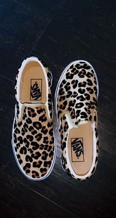 cheetah vans Source by ideas teens Footwear is important. Moda Sneakers, Sneakers Mode, Sneakers Fashion, Fashion Shoes, Shoes Sneakers, Shoes Heels, Fashion Outfits, Crazy Shoes, Me Too Shoes
