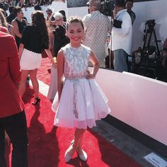 Maddie at the VMAs! Tyler in the backround tho...