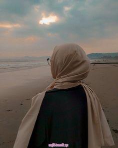 You never realize How much you like someone Until you watch them Like someone e… - Hijab fashion Modern Hijab Fashion, Muslim Women Fashion, Hijab Fashion Inspiration, Korean Fashion, Fashion Trends, Casual Hijab Outfit, Hijab Chic, Hijabi Girl, Girl Hijab