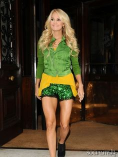 Carrie Underwood leaves her hotel in London