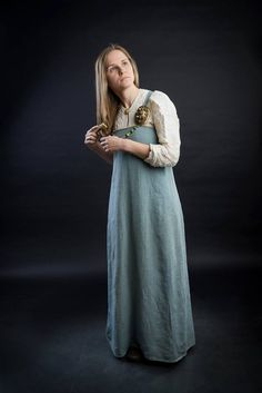 """Soup and fish"" costume: Pleated linen tunic and linen apron dyed with indigo. Viking Tunic, Viking Dress, Viking Garb, Viking Reenactment, Viking Warrior, Medieval Dress, Vikings Costume Diy, Viking Costume, Viking Queen"