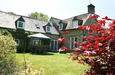4 Bedroom Home in Cirencester to rent from £630 pw, within 15 mins walk of a Golf course. Also with TV and DVD.