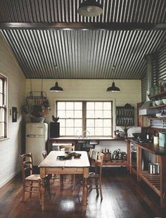 This kitchen has a corrugated metal ceiling and side wall. The dark and rough surface draws the eyes upwards in this room. It gives the room a rustic and country feel to it. I think it makes the room feel a bit smaller, than a light colour paint would do. Interior Walls, Home Interior, Kitchen Interior, Interior Design, Farmhouse Interior, Scandinavian Interior, Corrugated Tin Ceiling, Galvanized Tin Ceiling, Corrugated Sheets