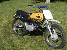 Motorcycle Types, Motorcycle Art, Yamaha Motorcycles, Vintage Motorcycles, Mechanical Art, Barn Garage, Vintage Cycles, Back In The Day, Motorbikes