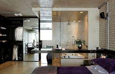 Loft industrial: dormitorio con baño integrado y vestidor. Mi cama es morado. El vestidor es muy grande.