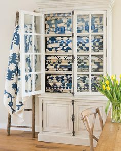 How do you display your quilts? .... #edytasitar #quilting #laundrybasketquilts #quiltsofinstagram #patchesofblue #blue