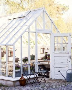 It's been a busy design week at work and to say I'm excited for the weekend is an understatement! So, can we talk about this dreamy green house for a minute?! My heart skipped a beat when I came across this picture!! A little inspiration your way! Happy Friday my sweet friends!!Photocred Unknown:◻️✨#greenhouses