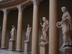 Greek architecture / statues