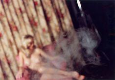 A David Lynch le encanta tomar fotos de mujeres desnudas y ha hecho este libro