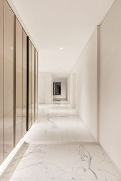 Awesome 30 Astonishing Home Corridor Design For Your Home Inspiration Modern Entrance, Entrance Design, Hall Design, House Entrance, Apartment Interior, Apartment Design, Modern Interior Design, Interior Architecture, Flur Design