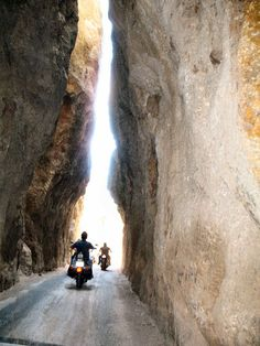Needles Highway, Custer's National Park, South Dakota, this is a fantastic road to ride. Wyoming, Nebraska, Oklahoma, Great Places, Places To See, Beautiful Places, Utah, Oregon, Missouri