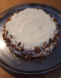 Lemon curd -kakku. Pohja gluteeniton, sisällä sitruunarahkaa ja päällä Lemon card -tuotejuustoa. Mysli reunus. Peanut Butter, Pie, Desserts, Food, Torte, Tailgate Desserts, Cake, Deserts, Fruit Cakes