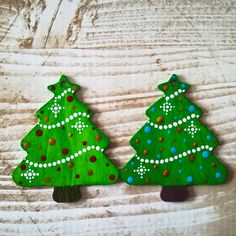 Dotted Chistmas ornaments - wood blank and acrylic paints Dots, Christmas Ornaments, Holiday Decor, Painting, Home Decor, Wooden Christmas Ornaments, Homemade Home Decor, Christmas Jewelry, Paintings