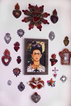 Frida Kahlo and Mexican milagros, sacred hearts Frida E Diego, Frida Art, Mexican Home Decor, Mexican Folk Art, Mexican Restaurant Decor, Diego Rivera, Heart Wall, Home And Deco, Sacred Heart