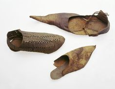 Another open work shoe The shoe shown here on the left has openwork designs cut into the leather dates from the early 13th century. Selection of decorated leather shoes: 13th-14th century