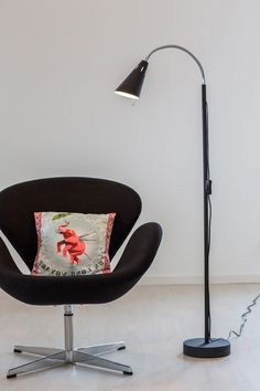 Best is a modern and minimalist floor lamp. The sleek lamp has a simple design. The head is adjustable and generates a soft and pleasant glow, perfect for your reading corner! Scandinavian Floor Lamps, Eclectic Modern, Modern Traditional, Rustic Industrial, Simple Designs, Glow, Corner, Contemporary, Reading