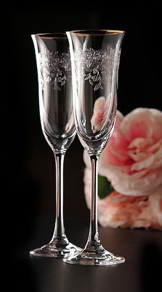 Royal Albert Old Country Roses Flute Pair - beautiful glasses! Crystal Wine Glasses, Crystal Glassware, Cut Glass, Glass Art, Bride And Groom Glasses, Bohemia Glass, Vintage Champagne, Glass Ceramic, Royal Albert