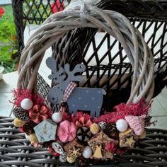 Szarvasos karácsonyi kopogtató Grapevine Wreath, Grape Vines, Wreaths, Home Decor, Decoration Home, Door Wreaths, Room Decor, Vineyard Vines, Deco Mesh Wreaths