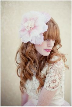 I am totally in love with this flower bridal headdress