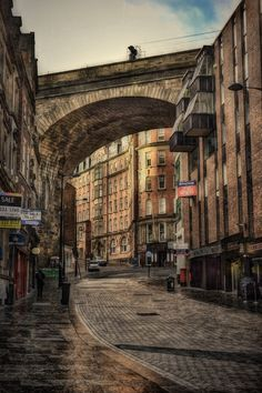 Quaint Road winding through Newcastle Upon Tyne, England. This one is special because Sue, her Dad and I ate dinner at a Mongolian restuarant here called Kublai Kahn.