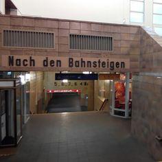 """Zwickau #Hauptbahnhof. #DDR #Charme und putziges #Deutsch. Wer sagt denn heute noch: """"Nach den Bahnsteigen""""?!?"""