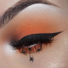 midnight fury palette, the palette, tako eyeshadow and for the widdle baby spiders I used black matte liquid eyeliner. Goth Eye Makeup, Skin Makeup, Amazing Halloween Makeup, Spooky Halloween, Matte Liquid Eyeliner, Halloween Eyeshadow, Casual Makeup, Creative Eye Makeup, Makeup Inspo